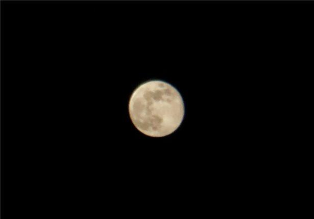 iPhoneXを撮った月をSnapseedで加工