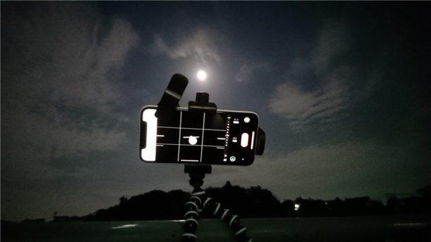 iPhoneXとズームレンズと三脚で月を撮影