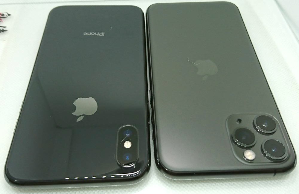 iPhone11proとiPhoneXの背面