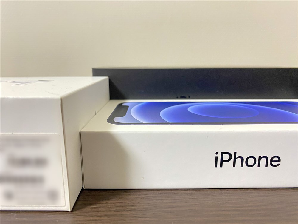 iPhone12miniの箱はAirPodsProの箱よりも薄い2